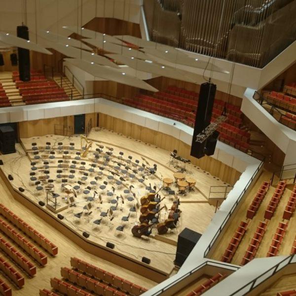 Fohhn Focus Venue in der Dresdener Philharmonie, Blick aus der Obermaschinerie auf die Bühne